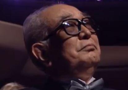 Akira Kurosawa podczas wręczania Oscara z twórczość