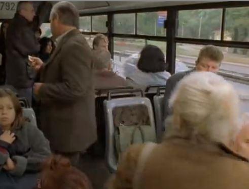 kadr z Dzień Świra autobus